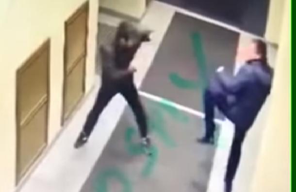 Мигрант попытался напасть насотрудника ФСБ вПетербурге