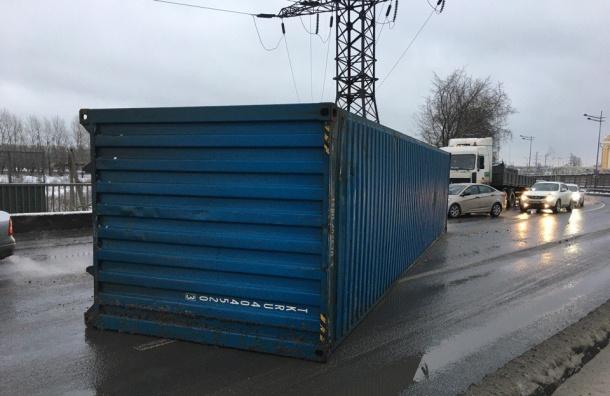 НаВитебском проспекте контейнер решил отделиться отфуры