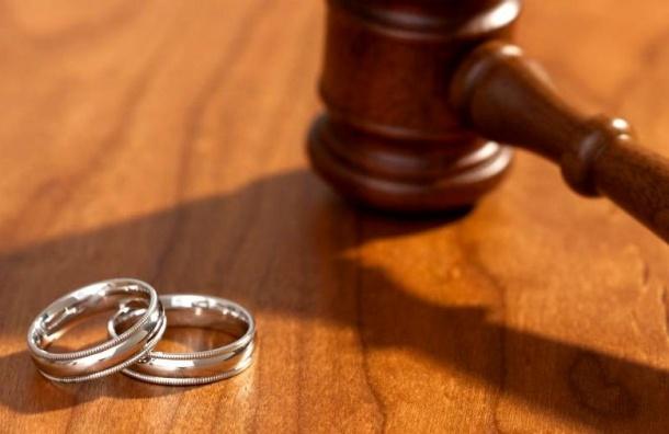 Суд признал недействительным фиктивный брак жительницы Петербурга ииностранца