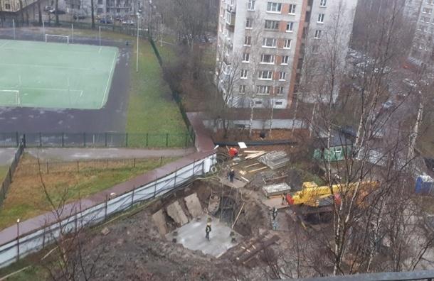 Госстройнадзор приостановил стройку «Воина-В» упарка Александрино