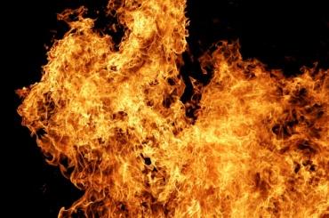 Дюжина пожарных тушили магазин вКалининском районе