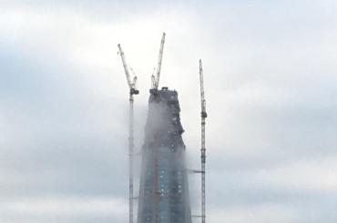 Очевидцы увидели непонятный дым вздании «Лахта-центра»