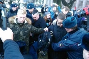 Полиция задержала протестующего наИсаакиевской площади
