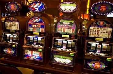 Организаторов незаконного казино осудили вПетербурге