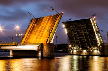 Движение поТучкову мосту полностью открыто