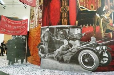 ВМанеже— хроника 1917 года вПетрограде