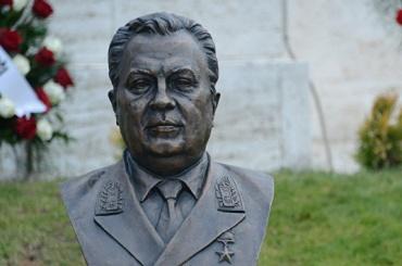 Бюст Карлова открыли вАнкаре