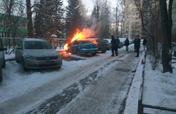 Две машины горели наулице Лени Голикова