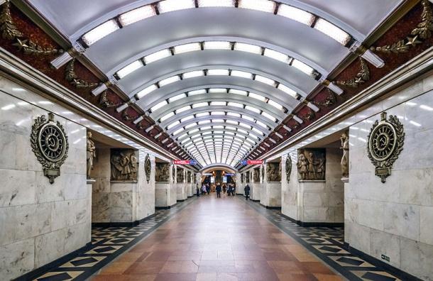 Смольный сообщил, как будет работать метро Петербурга впраздники