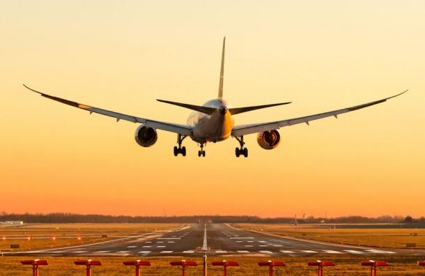 Самолет вернулся вПулково сразу после взлета