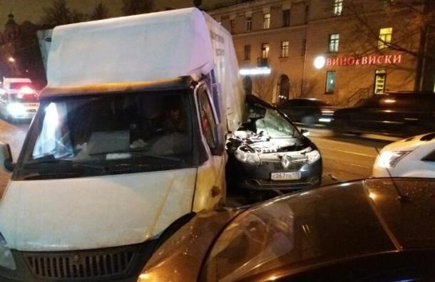 ВПетербурге вмассовой трагедии уметро «Удельная» умер пассажир «Рено Логан»