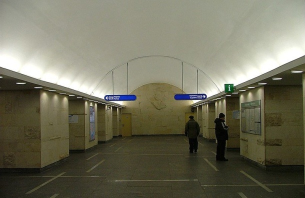 Станция «Горьковская» изменит режим работы из-за ремонта эскалатора
