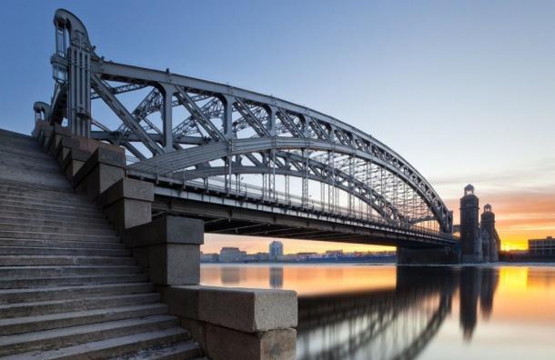 Реверсивное движение наБольшеохтинском мосту запустят впятницу