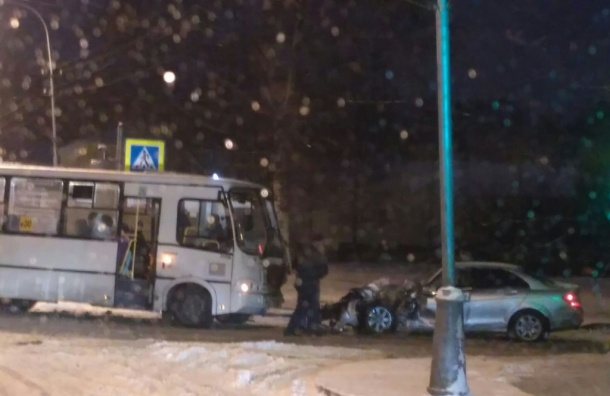ВДТП савтобусом вПушкине пострадали двое взрослых иребенок