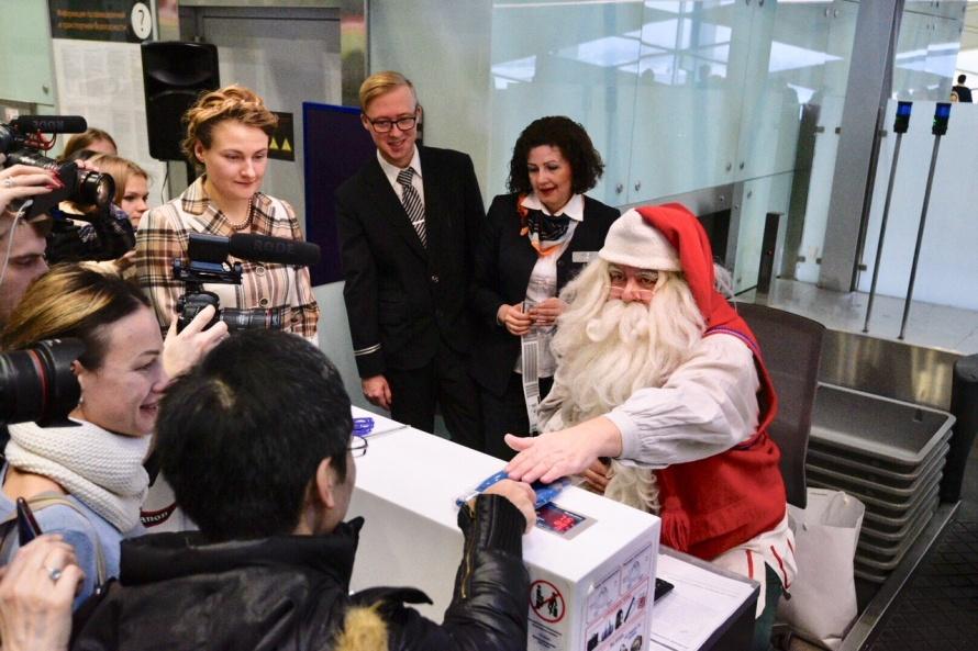 Санта лично выдавал посадочные талоны пассажирам Пулково
