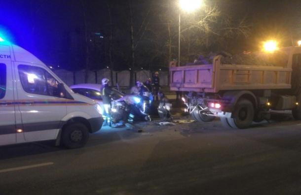 ВПетербурге вДТП с фургоном погибла пассажирка такси— свидетели