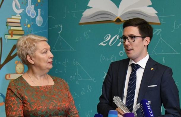 Руководство Петербурга вручило 3 млн руб. всероссийскому учителю года