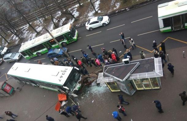 Автобус въехал востановку насеверо-западе столицы