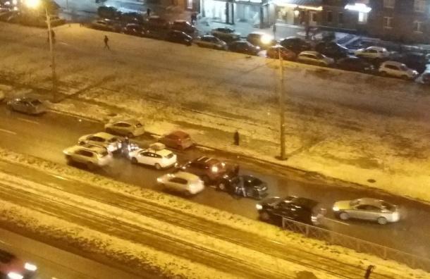 Четыре машины столкнулись вНевском районе
