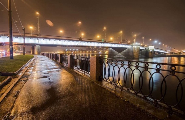 Новая подсветка появилась наВолодарском мосту