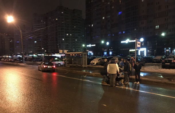 Такси сбило человека наЛенинском проспекте