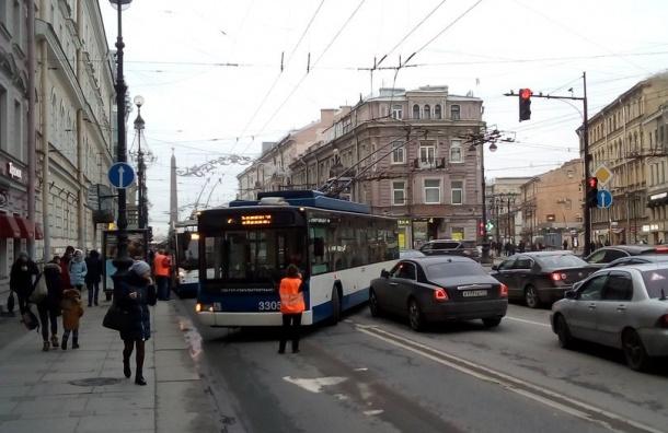 «Роллс-Ройс» протаранил троллейбус наНевском проспекте