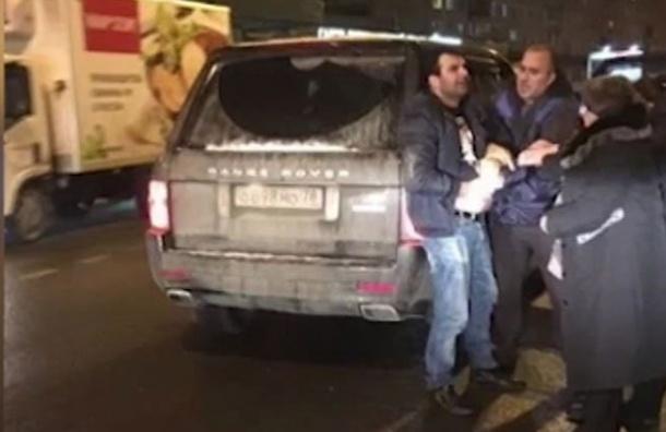 ВПетербурге задержали приятельницу напавшего наводителя автобуса сдетьми