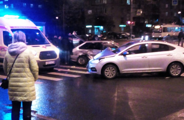 Иномарка иВАЗ неразъехались вКупчино: пострадали двое
