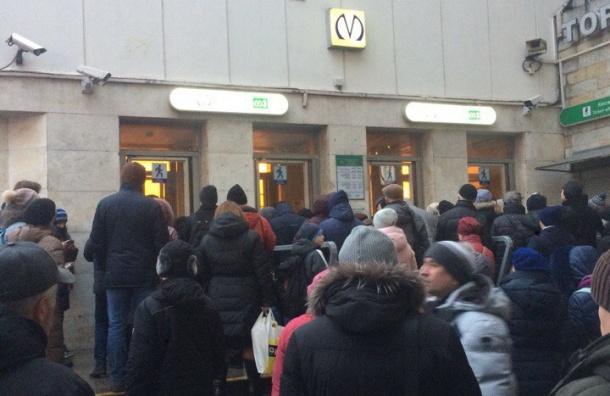 Станция «Приморская» закрыта навход ивыход