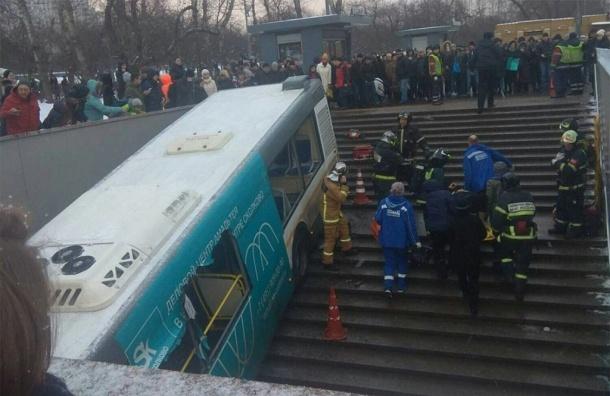 Водитель автобуса въехал втолпу пешеходов вМоскве: пятеро погибших