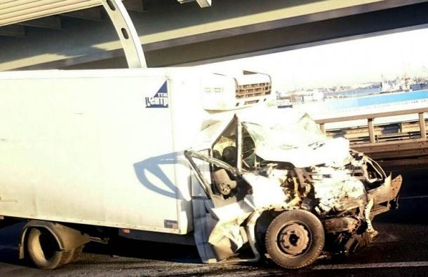 Серьезная авария сучастием грузовика произошла наЗСД