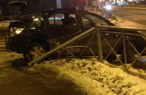 Машина влетела востановку наКондратьевском проспекте