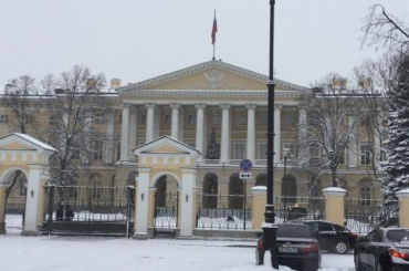 Смольный закупает сувениры на1,2 млн рублей