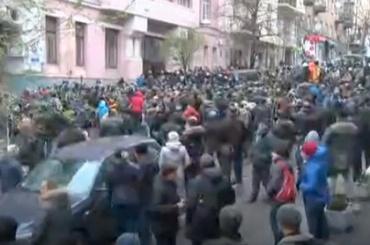 Сторонники Саакашвили вКиеве пытаются отбить политика усиловиков