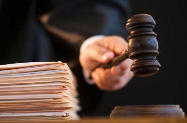 Людям без юридического образования хотят запретить выступать защитниками всудах