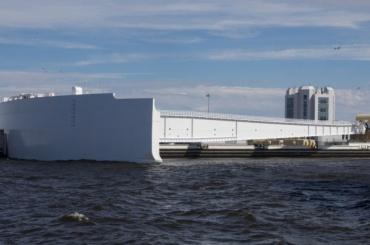 Дамбу вПетербурге закрыли из-за угрозы наводнения