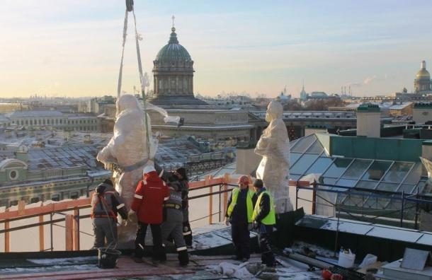 Скульптуры возвращаются вбазилику Святой Екатерины