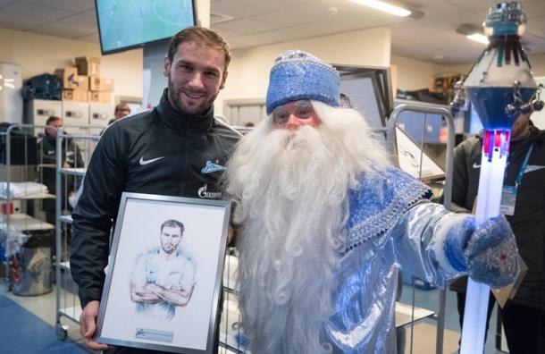 Дедушка Мороз пришел вгости кфутболистам команды «Зенит»