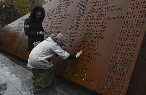 Около мемориала погибшим над Синаем установили камеры после кражи елей