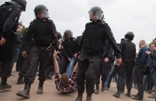 Смольный отказал Навальному вмитинге, сославшись наремонт
