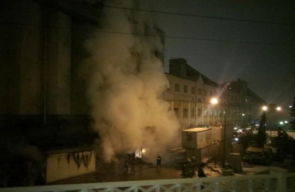 Пожарные тушили бытовки нанабережной Обводного канала
