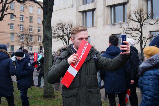 Координатора петербургского штаба Навального задержали ипривезли всуд