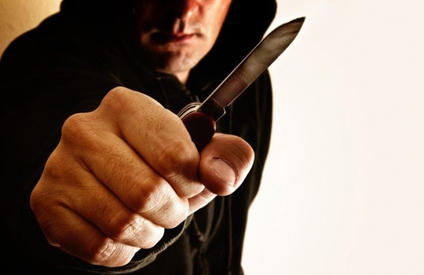 Петербургский ревнивец воткнул нож вшею сопернику