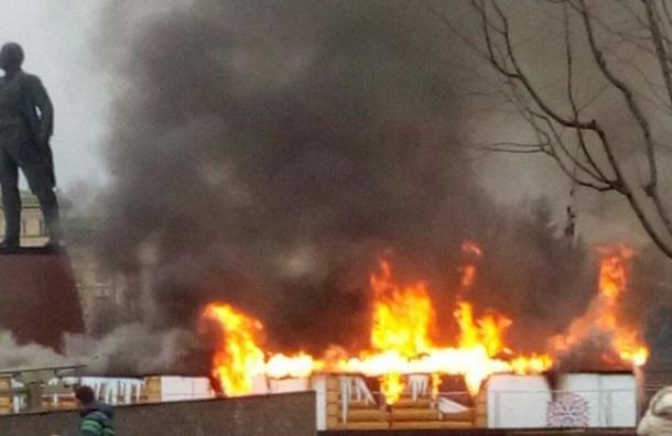 Новогодняя ярмарка загорелась вПетербурге