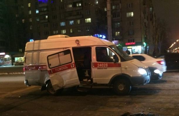 Наюге Петербурга иномарка протаранила машину «скорой помощи»