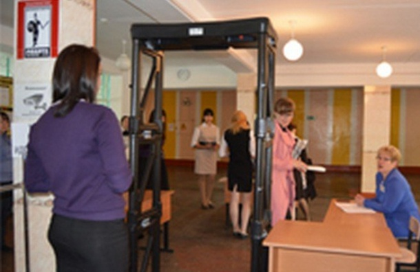 Школы Петербурга оборудуют металлодетекторами