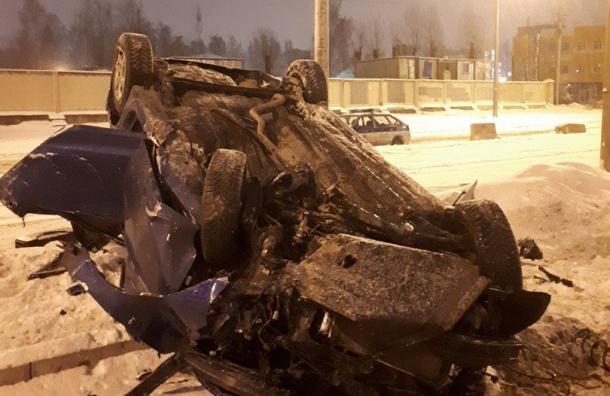 «Лада» наПискаревском перевернулась: водитель сломал ногу