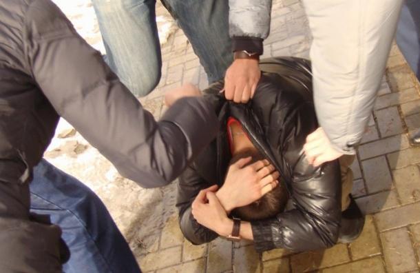Пятеро подростков избили мужчину наНовочеркасском проспекте