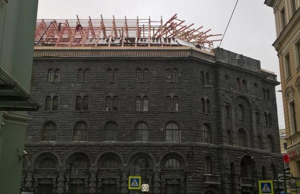 КГИОП приостановил нелегальные работы накрыше Дома Вавельберга наНевском