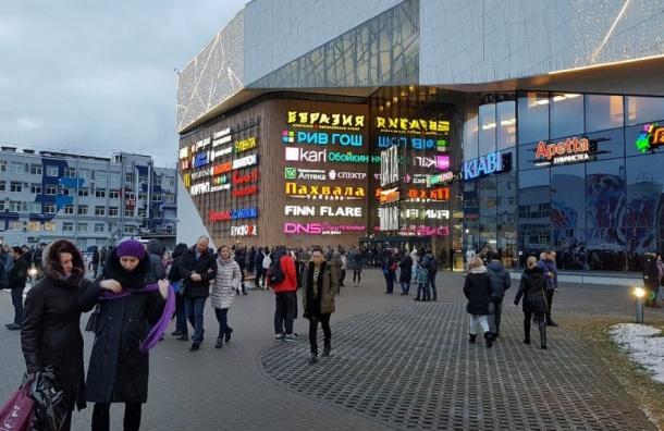 ВПетербурге эвакуируют торговые комплексы икинотеатры